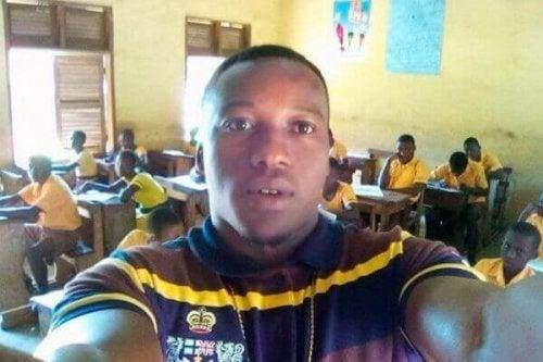 Professore di informatica in Ghana nella sua classe