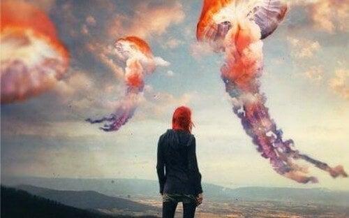 Ragazza e meduse giganti errori emotivi