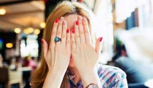 Superare l'imbarazzo: 5 utili strategie