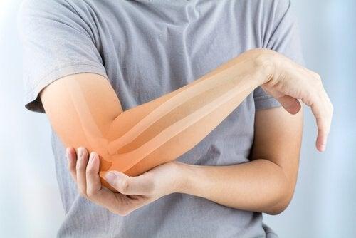 Artrite reumatoide: sintomi, cause e trattamento
