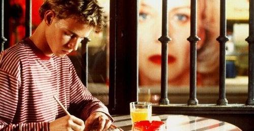 Ragazzo che scrive nel film Tutto su mia madre