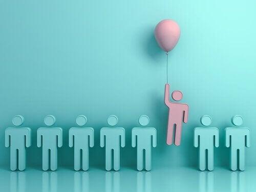 Sagome in fila concetto di normalità e una sola diversa