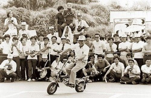 Soichiro Honda con il suo team