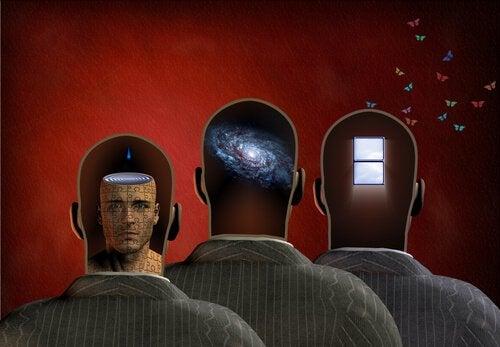 Tre teste che simboleggiano le leggi della memoria