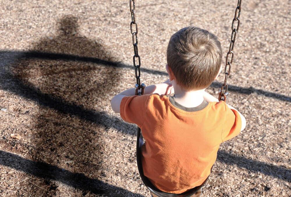 Bambino vittima di violenza infantile