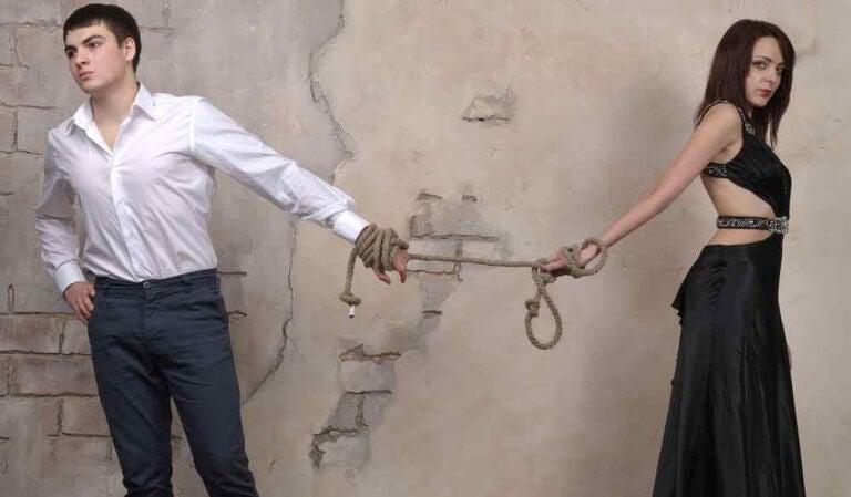 Uomo e donna legati da un legame di codipendenza