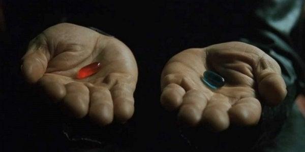 Mani con due pasticche di colori diversi