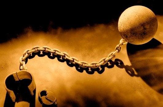 Palla da schiavo con catene