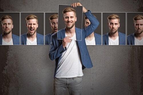 Ragazzo con diverse immagini teoria della personalità