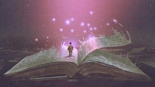 Uomo cammina tra le pagine di un libro