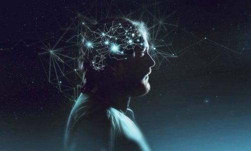 Uomo con illuminate le connessioni del cervello