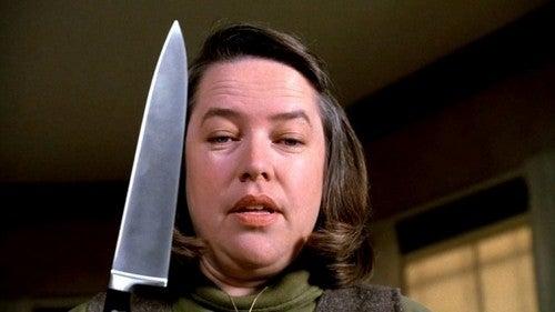 Annie Wilkes con coltello