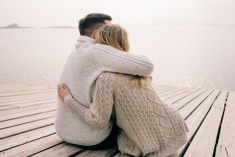 Amore per le persone intelligenti abbraccio
