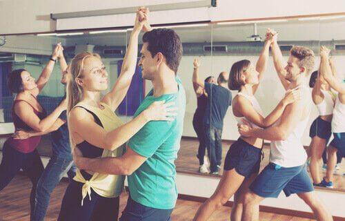 Coppie che ballano