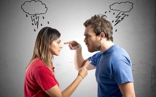 Discutere in famiglia provoca tensioni discutere con qualcuno