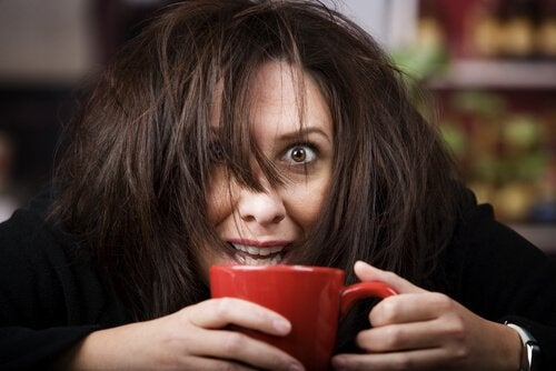 Donna con intossicazione da caffeina