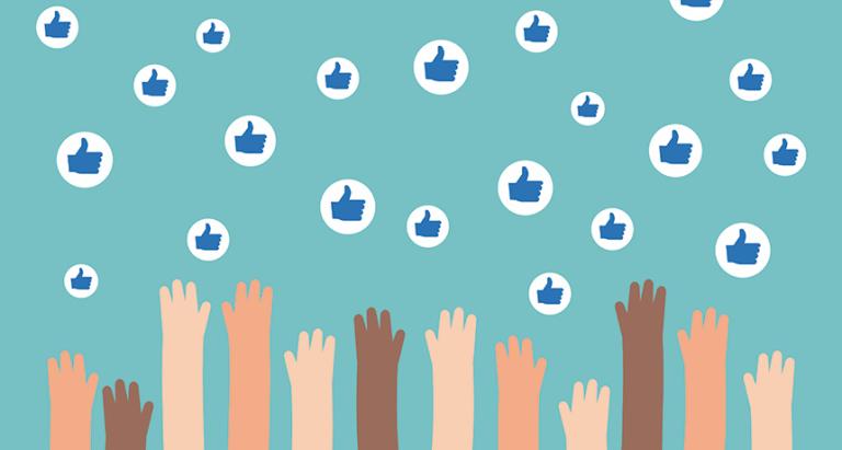 Mani tese verso i like a rappresentare la diminuzione della capacità critica