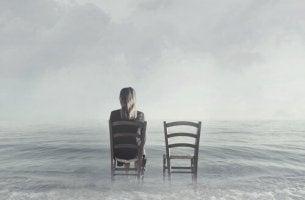 Ragazza di spalle paura di restare single