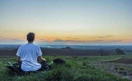 Rimanere concentrati durante la meditazione