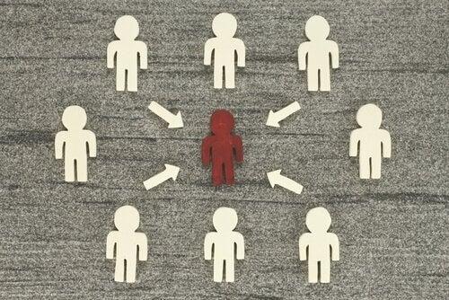 Persona che risente dell'influenza sociale