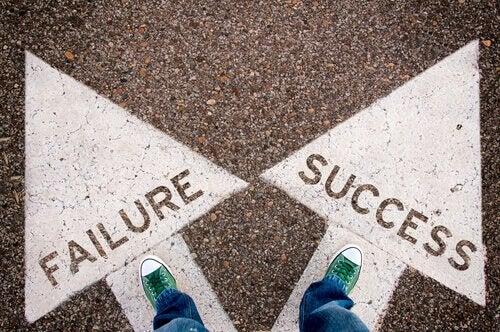 Piedi su frecce fallimento e successo
