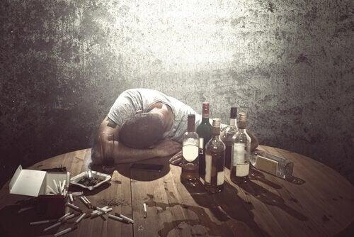 Uomo con disturbo da consumo da alcol