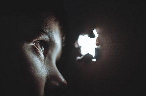 Lavaggio del cervello: tecniche di persuasione coercitiva