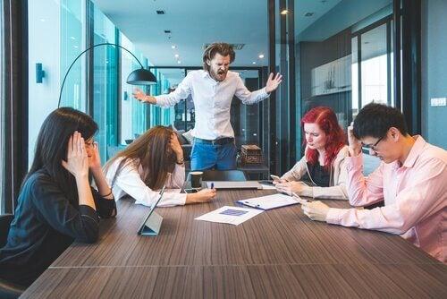 Conflitti durante una riunione di lavoro