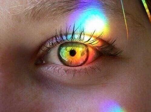 Dettaglio di occhio illuminato