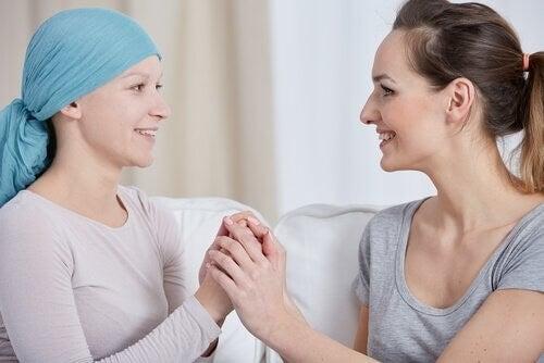 Donna con il cancro al seno