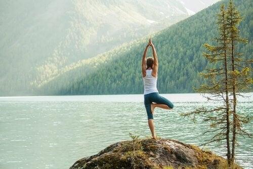 Canalizzare l'energia con lo yoga: 5 posizioni