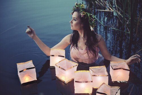 Ninfa dell'acqua e lanterne di carta