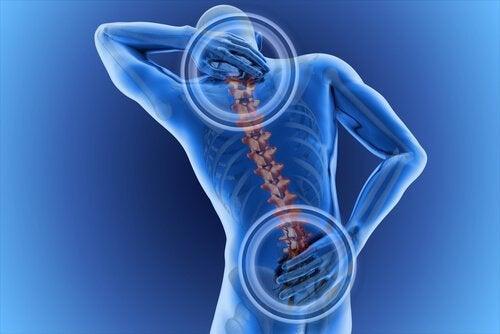 Uomo con il mal di schiena