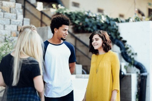 Adolescenti che parlano