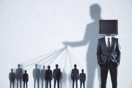 Manipolazione dei mezzi di comunicazione