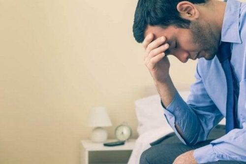 Uomo senza autostima e con depressione