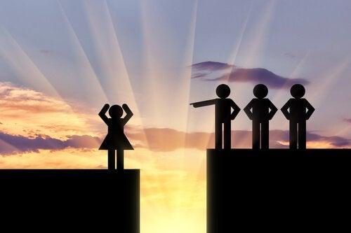 Disegno che simboleggia la discriminazione verso la leadership femminile