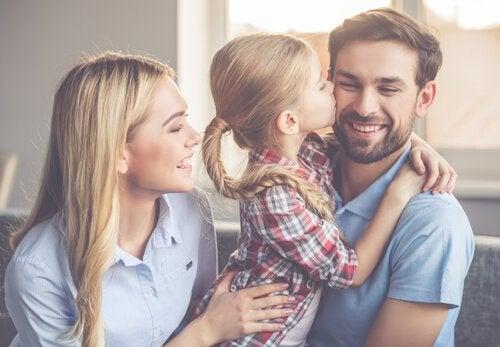 Coppia giovane con bambina a rappresentare figli unici