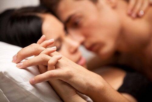 Coppia in una relazione di narcisismo sessuale