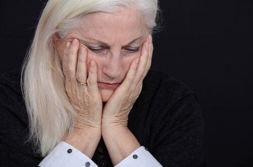 Donna triste e accompagnamento terapeutico
