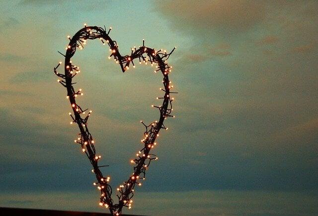lucine disposte a cuore