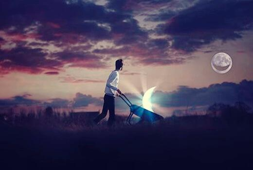 Uomo con carriola e luna