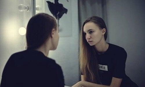 Terapia dello specchio: definizione ed efficacia