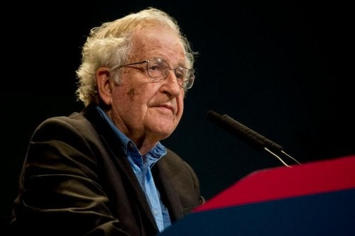 Chomsky a una conferenza