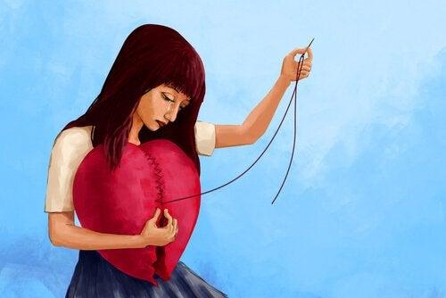 Disegno di donna che cuce il cuore