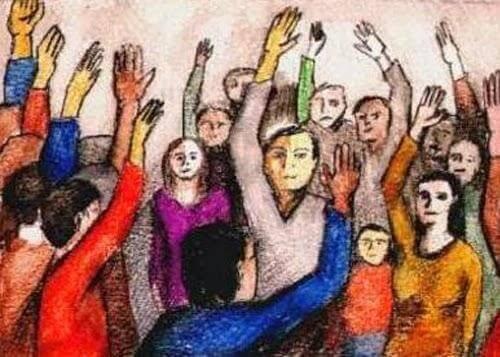 Gruppo di persone con le mani alzate