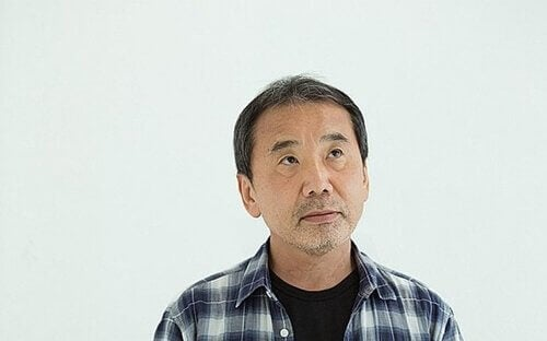 Haruki Murakami con camicia