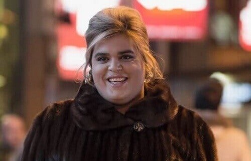 Paquita Salas sorride con la pelliccia