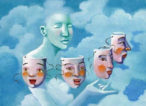 Persona con maschere