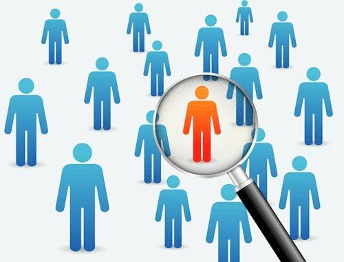 Persona in rosso in un gruppo di persone blu